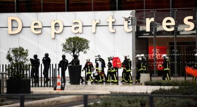 Cosa sappiamo della sparatoria all'aeroporto di Parigi Orly