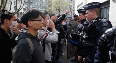 Le proteste dei cinesi a Parigi