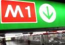 La circolazione sulla linea M1 della metropolitana di Milano è stata sospesa tra Molino Dorino e QT8, per soccorrere un passeggero ferito