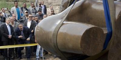 Le foto della grande statua egizia trovata vicino al Cairo