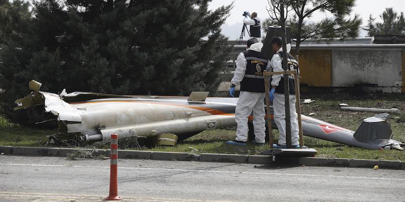 Precipita un elicottero alla periferia di Istanbul, cinque morti