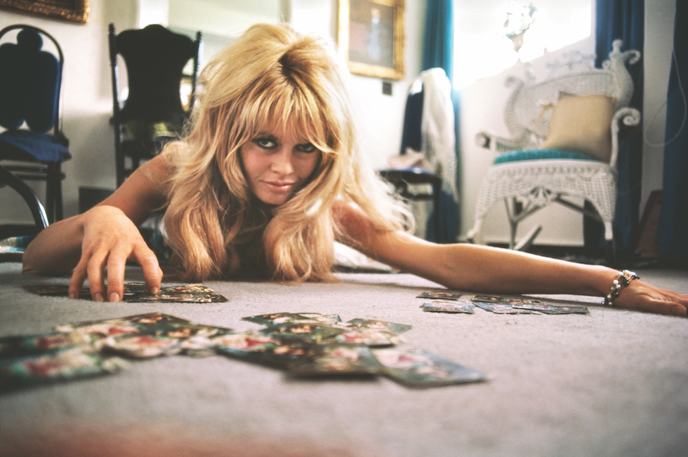 28 Brigitte Bardot on Floor with Cards 1965_LT