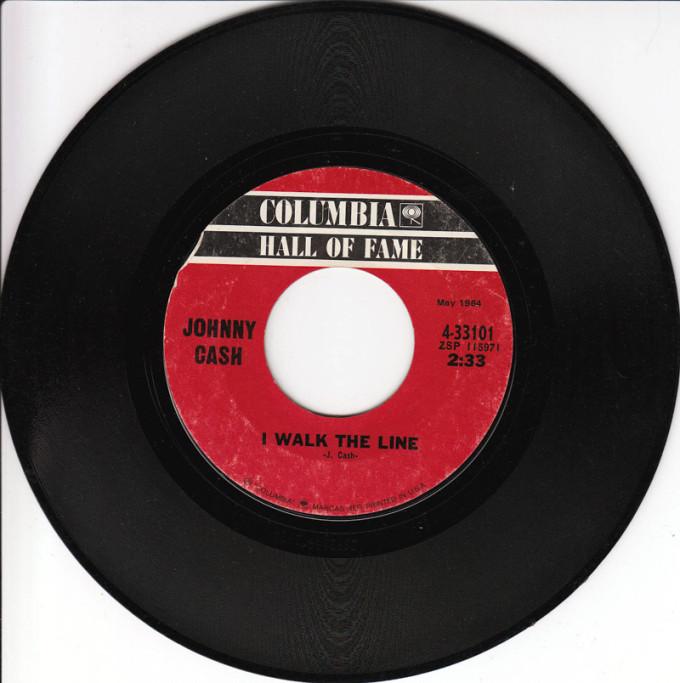 "Un 45 giri di ""I Walk the Line"", di Johnny Cash. (Wikipedia)"