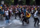 Le foto degli scontri in Venezuela tra manifestanti e polizia