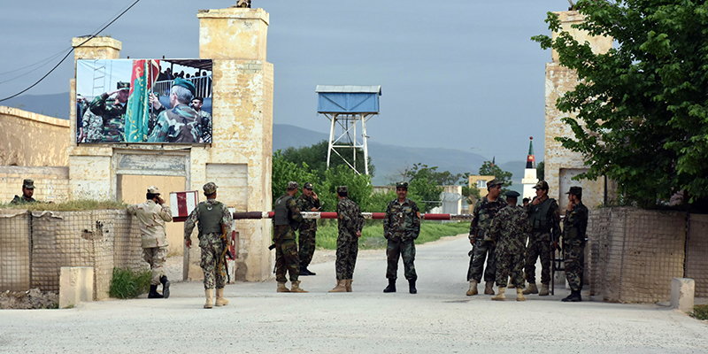 Afghanistan: attacco a base militare, talebani rivendicano