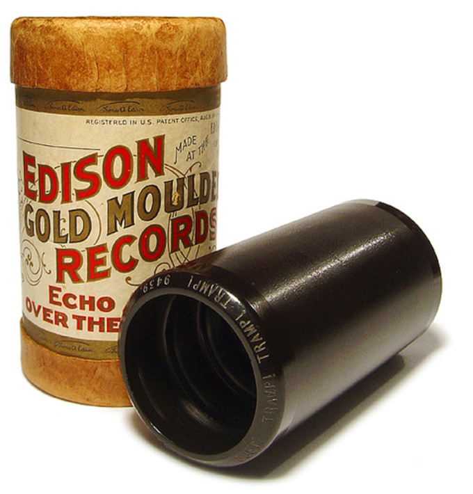 Un cilindro fonografico prodotto da Edison. (Wikipedia)