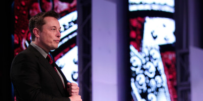 Elon Musk vuole salvarci dalle intelligenze artificiali