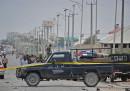 Almeno 13 persone sono morte per l'esplosione di due autobombe a Mogadiscio, in Somalia