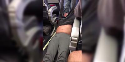 Il video dell'uomo trascinato via da un aereo di United Airlines