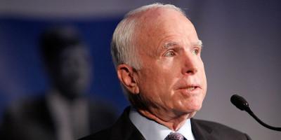 John McCain ha paragonato gli scandali di Trump al Watergate