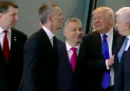 Il video di Trump che spinge via il primo ministro del Montenegro a un incontro NATO