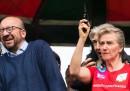Il primo ministro belga si è danneggiato un orecchio in modo un po' inusuale