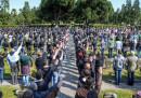 La foto dei saluti fascisti al Cimitero Maggiore di Milano