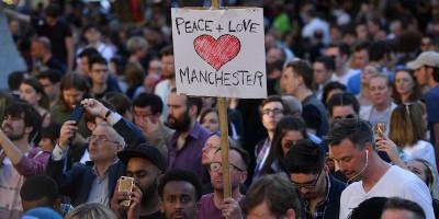 Cosa sappiamo dell'attentato a Manchester, in breve