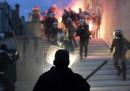 La Grecia ha approvato nuove misure di austerità, e per strada non l'hanno presa bene