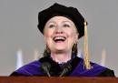 Hillary Clinton dice che sta bene, anche grazie allo Chardonnay