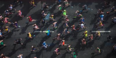 Le maratone possono uccidere (chi non le corre)