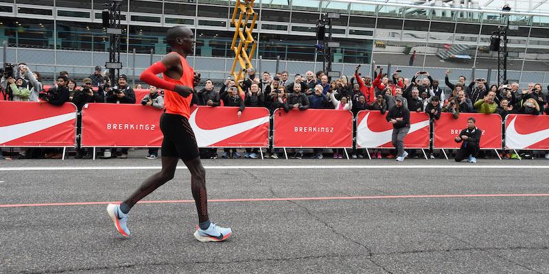 Eliud Kipchoge durante la maratona sul circuito di Monza (Pier Marco  Tacca Getty Images) f94af8abd82