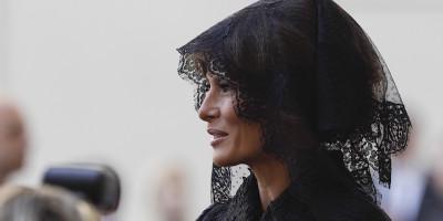 Le donne dal papa devono andare per forza vestite di nero?