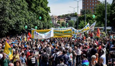 Le foto della manifestazione per l'accoglienza dei migranti, a Milano