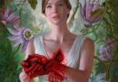 """La locandina di """"Mother!"""", in cui Jennifer Lawrence ha letteralmente il cuore in mano"""