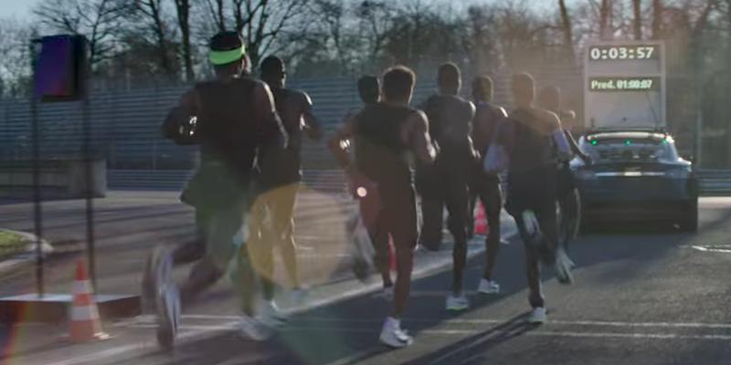 Maratona, Kipchoge sfiora record 2 ore