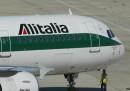 Alitalia ha cancellato metà dei voli previsti per domani a causa di uno sciopero
