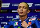 Valentino Rossi è caduto mentre si allenava in enduro, potrebbe essersi fratturato la gamba destra