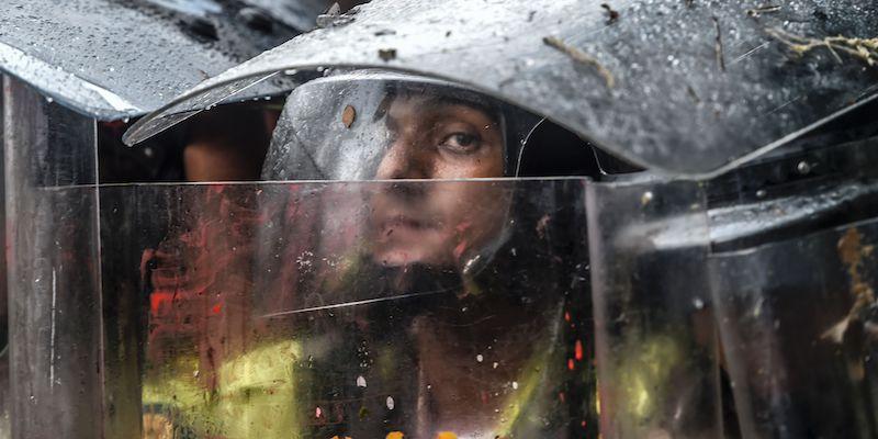 Orrore a Caracas, manifestante dato alle fiamme