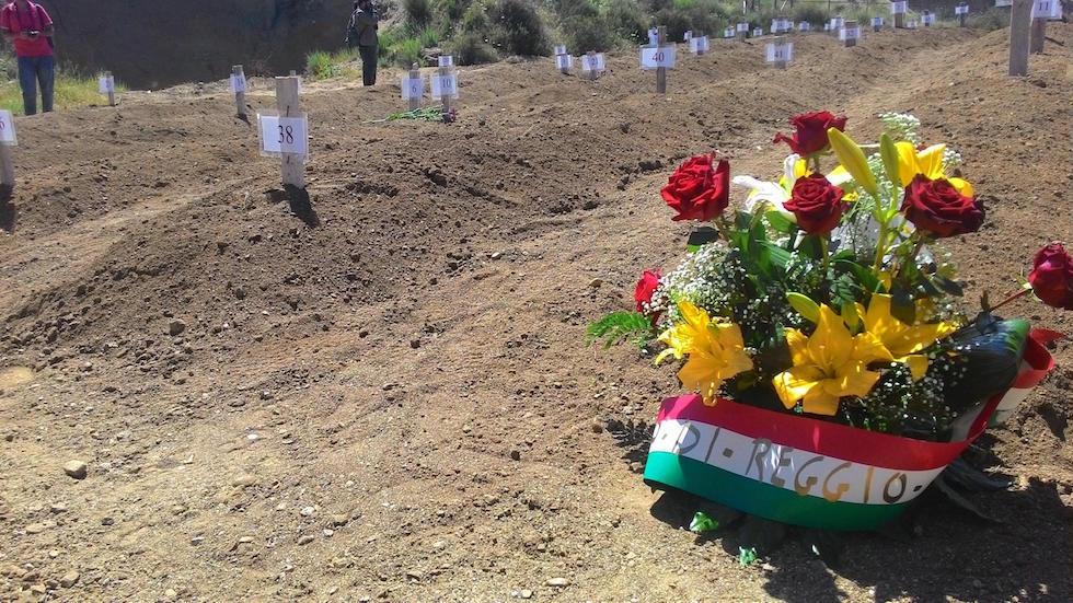 Migranti: sepolte in cimitero Reggio C. 45 vittime naufragio