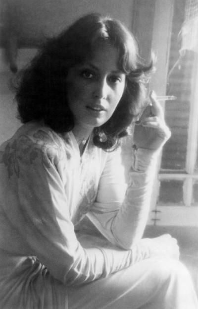 Qualche mese dopo - il disco non era ancora uscito - Dylan dovette rientrare per reincidere un pezzo di Hurricane che preoccupava un po' gli avvocati. A quel punto ormai aveva scelto come corista Ronee Blakey - la protagonista di Nashville - e quindi la voce che canta in Hurricane a volte è quella di Emmylou e a volte è la sua (io non le distinguo).