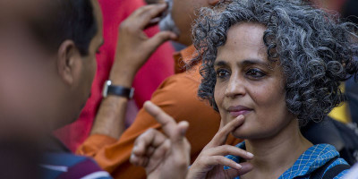 Arundhati Roy è tornata