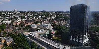 Nel grattacielo bruciato a Londra si cercano i dispersi
