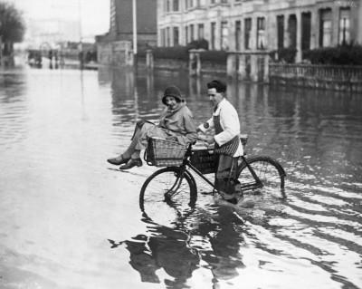 Guadare le pozzanghere in bici