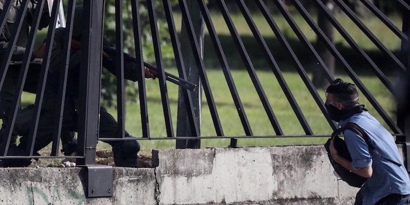 Venezuela, elicottero attacca la Corte Suprema. Maduro: è terrorismo