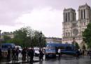 Un poliziotto è stato aggredito davanti alla Cattedrale di Notre-Dame, a Parigi