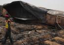 Almeno 148 morti in Pakistan per l'esplosione di un'autobotte