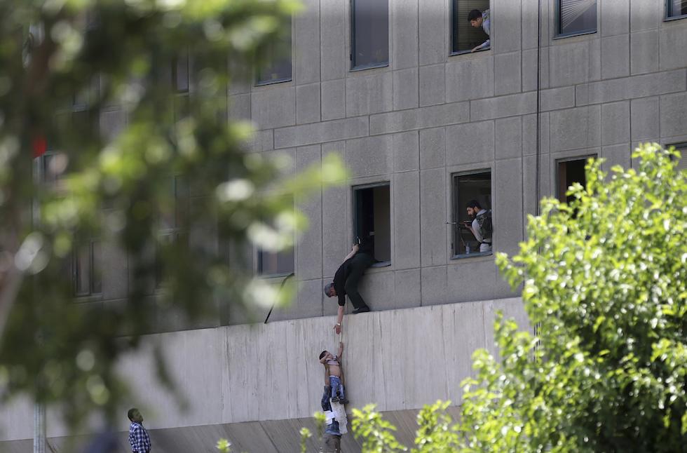 Attentato Isis parlamento