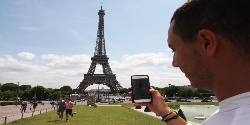 smartphone-roaming-paris-