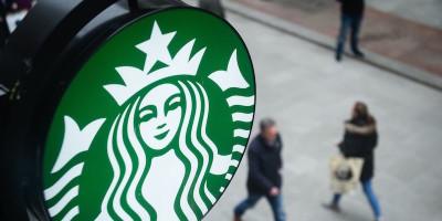 Starbucks smetterà di usare cannucce di plastica a partire dal 2020
