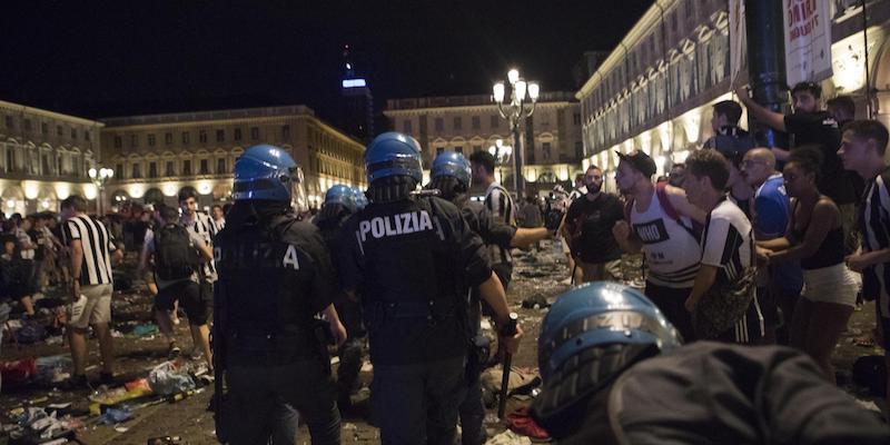 Le foto di piazza san carlo a torino dopo il falso allarme for Polizia di stato torino permesso di soggiorno