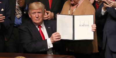 """Un pezzo del """"travel ban"""" di Trump torna in vigore"""
