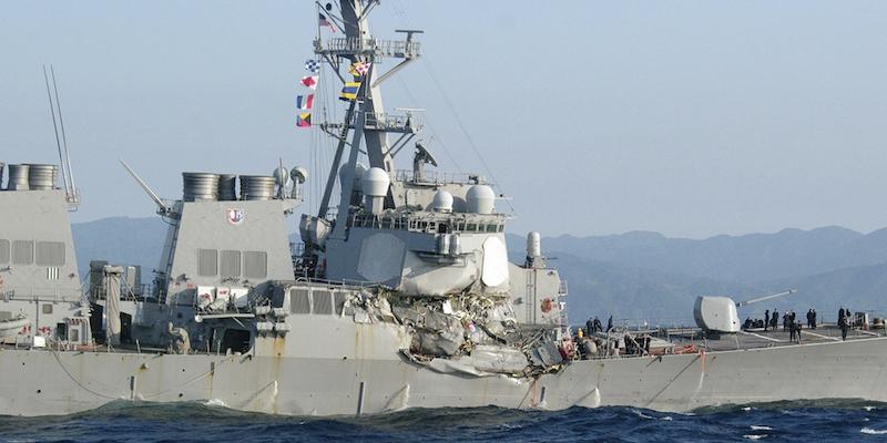 Cacciatorpediniere Usa contro nave container: 7 dispersi