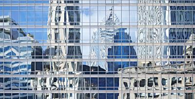 Città riflesse nei loro palazzi