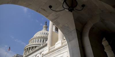 Repubblicani e Democratici contro la Casa Bianca, sulla Russia