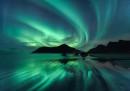 Il riflesso dell'Aurora Boreale a Skagsanden Beach, Norvegia© Beate Behnke