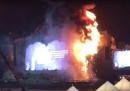 Un festival di musica elettronica a Barcellona è stato evacuato per un grande incendio sul palco