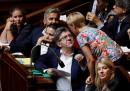 L'Assemblea Nazionale francese ha deciso di permettere ai deputati maschi di andare in aula senza giacca e cravatta