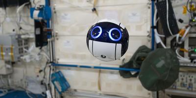 Sulla Stazione Spaziale Internazionale c'è un drone super puccioso