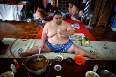 La giornata di un lottatore di sumo